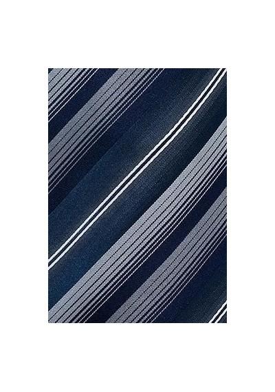 Markante Krawatte Blumenmotive eisblau